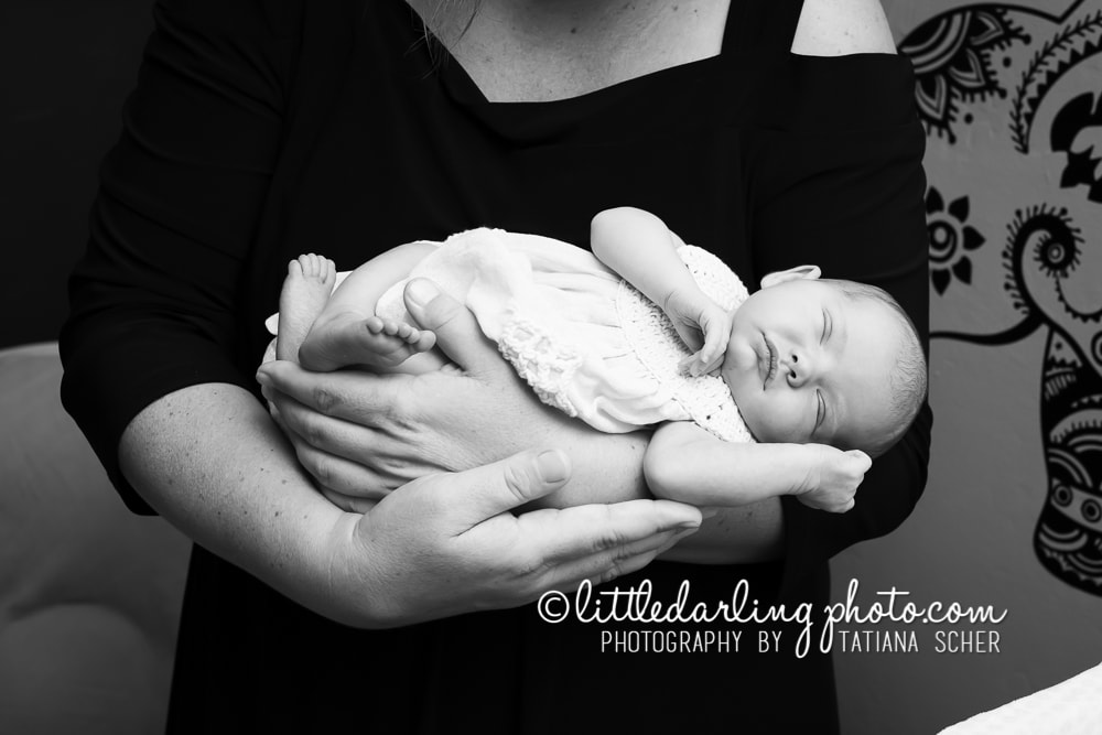 Newborn family lifestyle photo